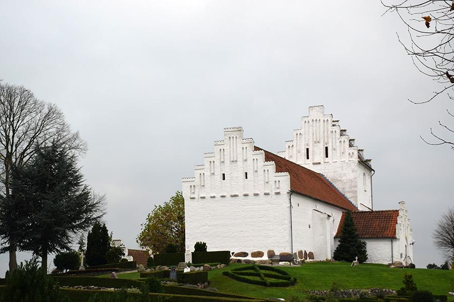 efteraar-hvalsoe-kirke2