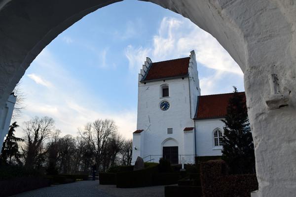 hvalsoe-kirke-port