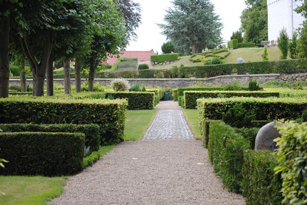 Hvalsø Kirkegård