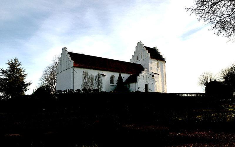 Hvalsoe-kirke-himmel