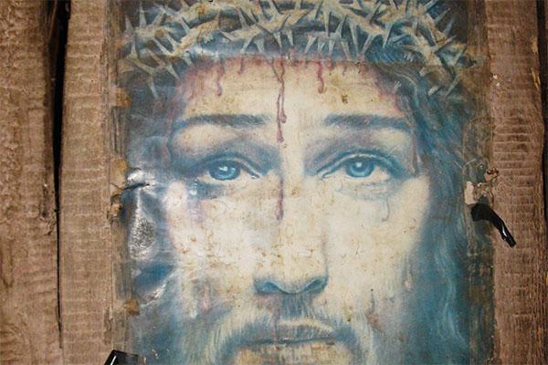 Vinder af fotokonkurrence - Jesus på væg