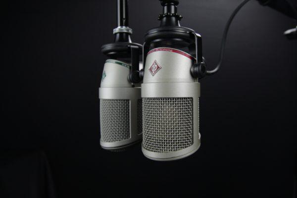 Billede af to mikrofoner