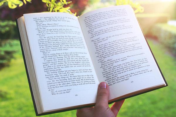 Billede af bog der åben