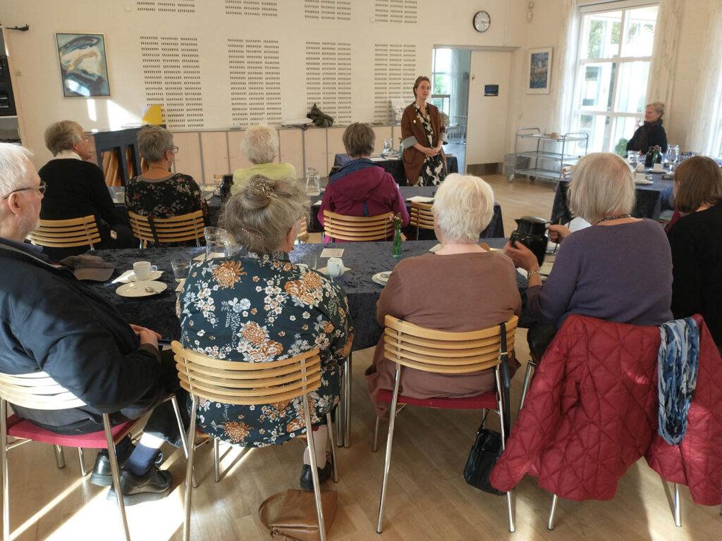 Forfatter Tina Maansson holdt foredrag i sognegården den 1.10.2021